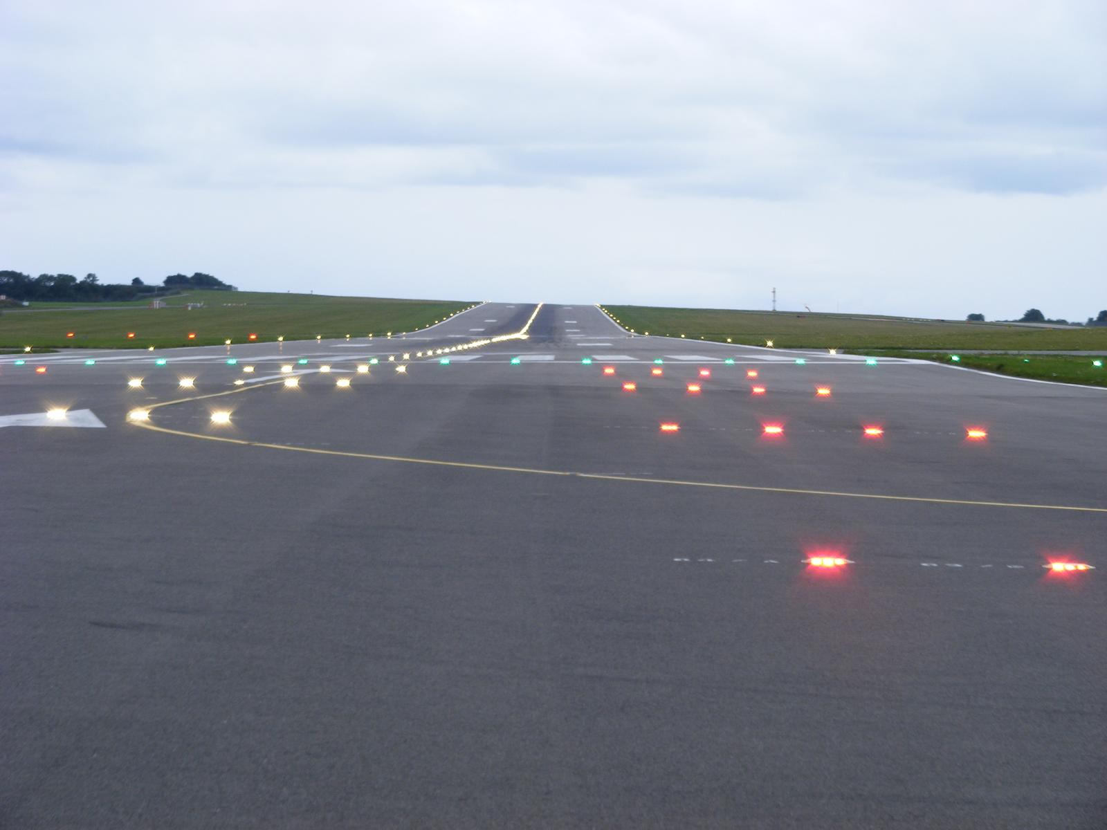 Runway Lights Bandara Adisutjipto Padam, Bandara Closed