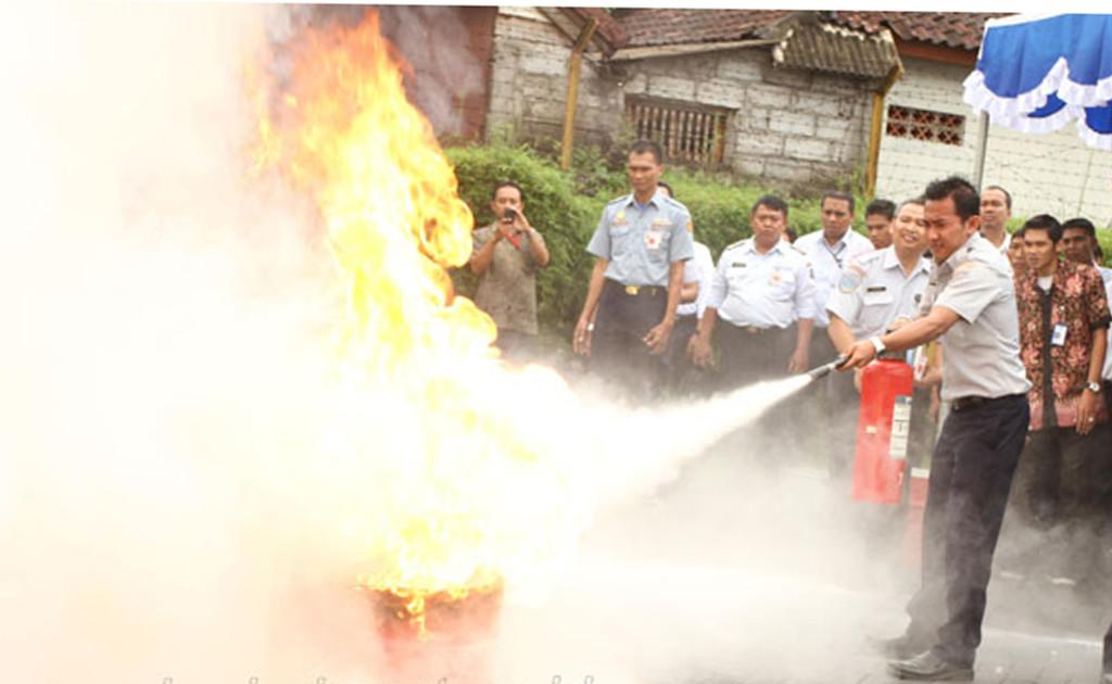 Cara Penggunaan Alat Pemadam Api Ringan (APAR)