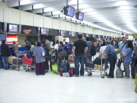 Checkin Counter Bandara - Panduan Naik Pesawat