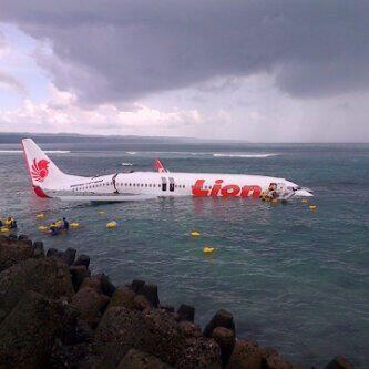 Detik-Detik Pendaratan Lion Air di Laut Bali