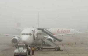 Bandara Sultan Syarif Kasim Diselimuti Kabut