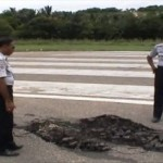 Landasan Bandara UMK di NTT Rusak dan Berlubang