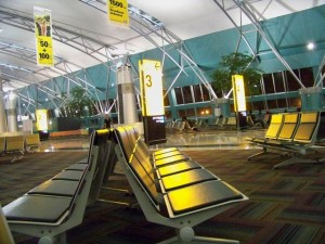Ruang Tunggu Keberangkatan Bandara - Panduan Naik Pesawat